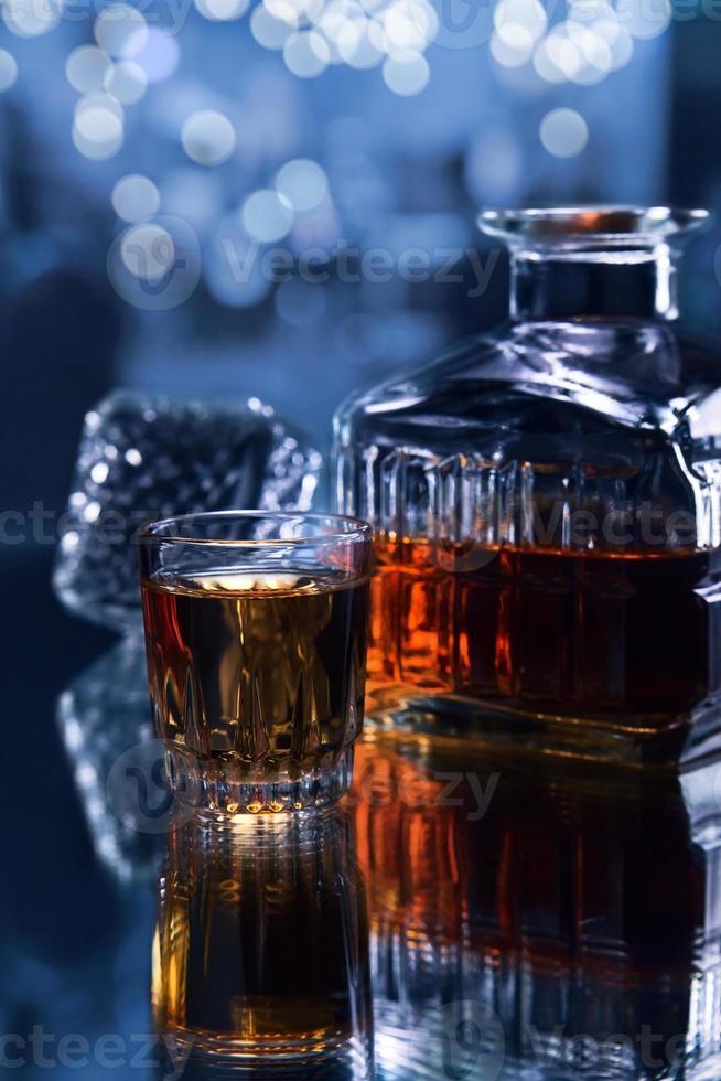 vaso con whisky foto