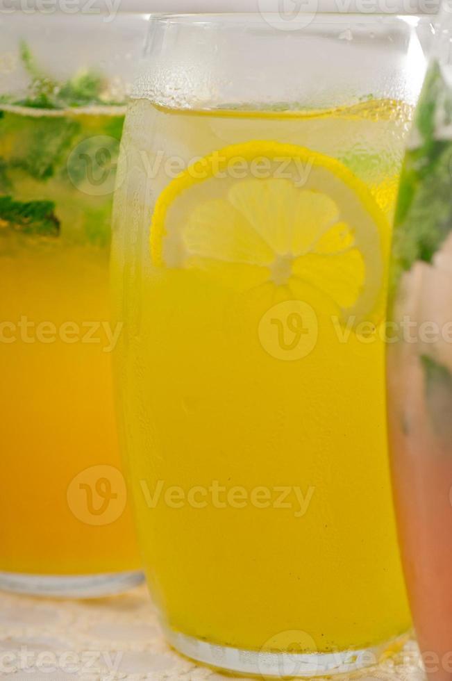 selección de frutas bebidas largas foto