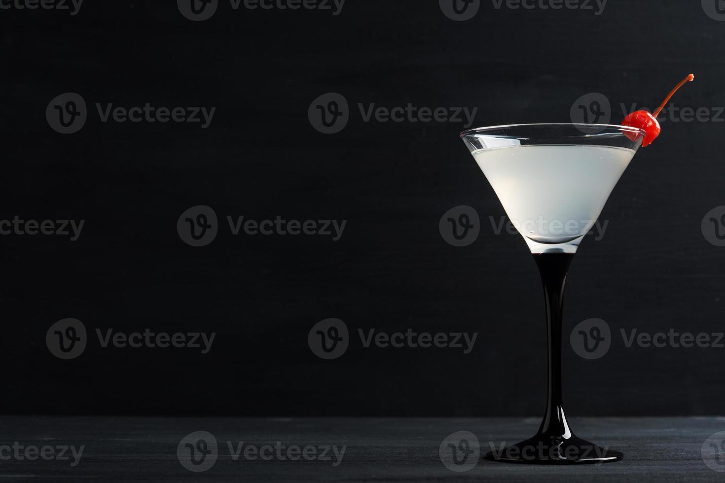 cóctel en copa de martini foto