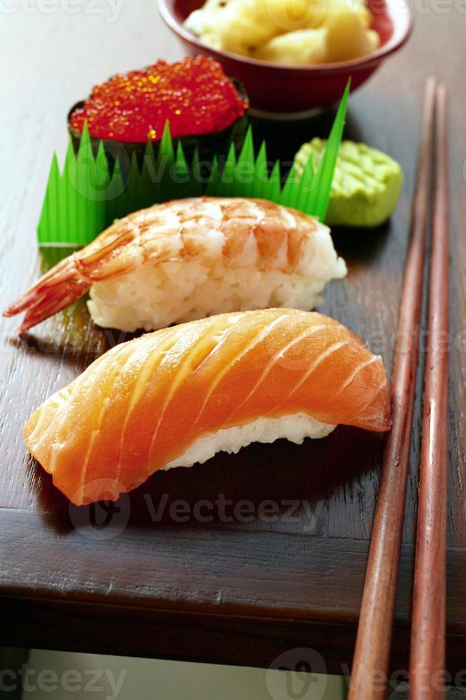 sushi japonés variado foto