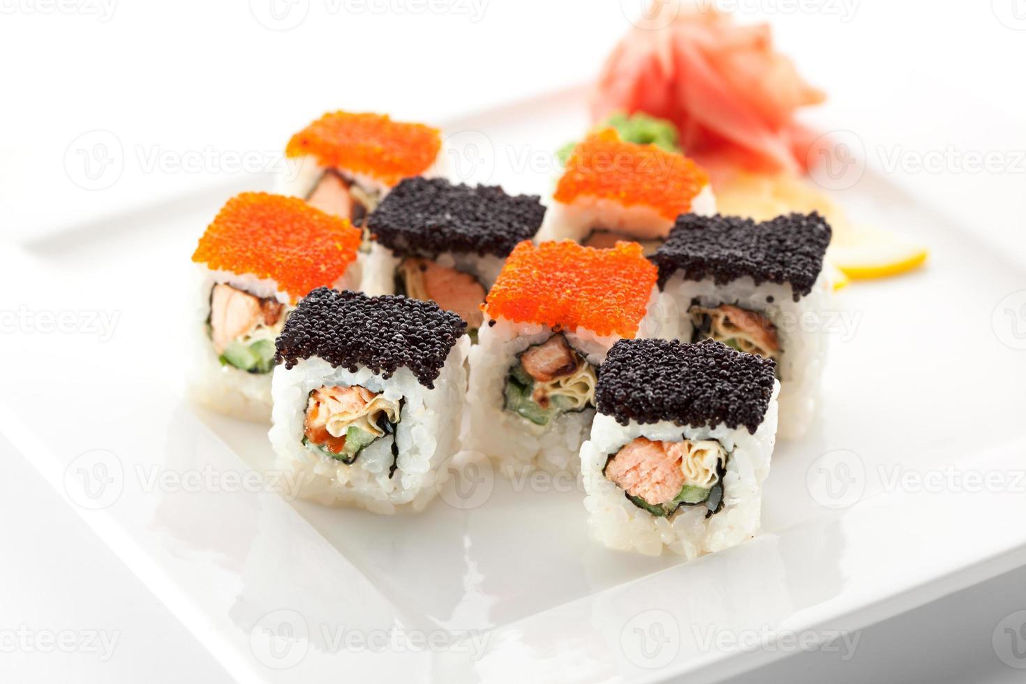 Salmon and Tobiko Roll photo