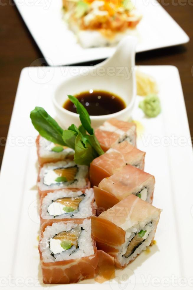 sushi de queso crema de salmón foto