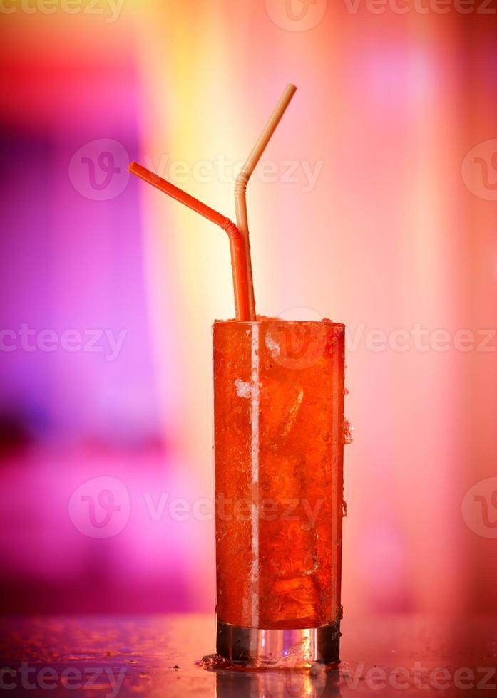 vaso de bebida de naranja congelada foto