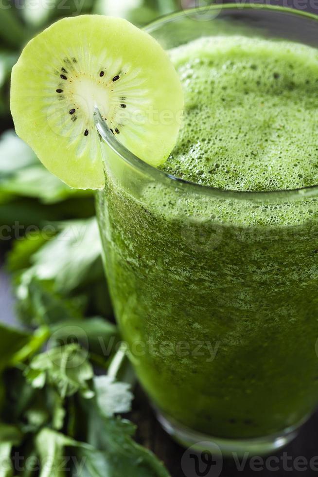 Kiwi detoxing smoothie photo