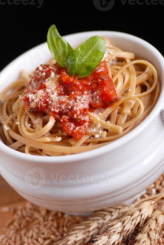 spaghetti with tomato sauce photo