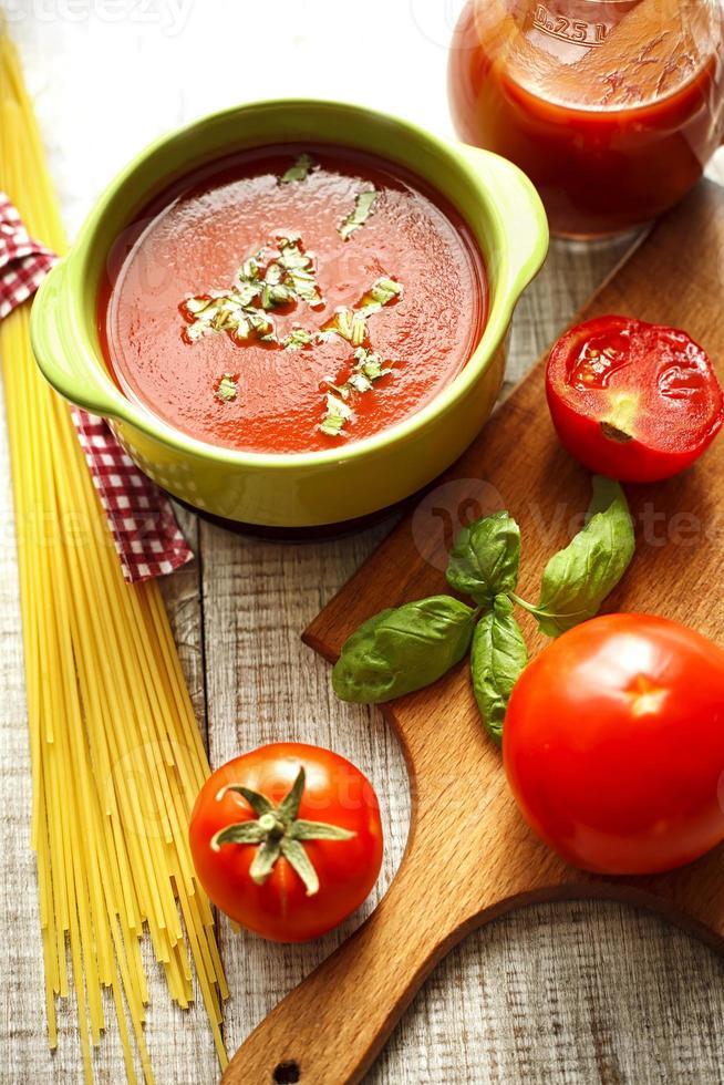 salsa de tomate y espagueti foto