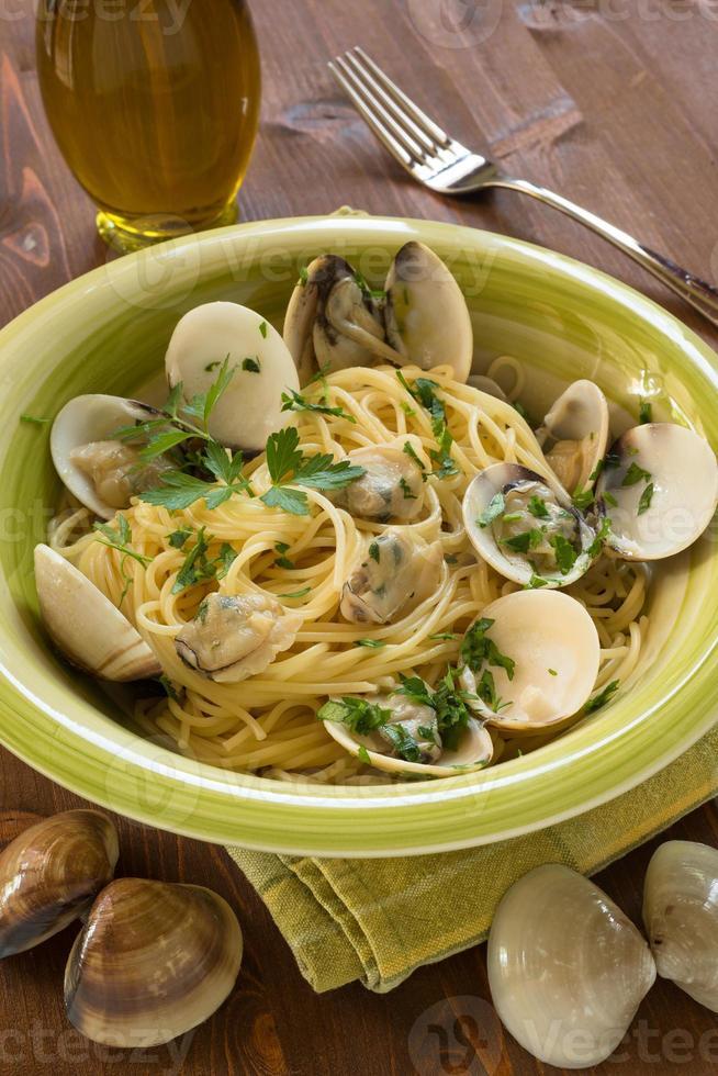Spaghetti with clams photo