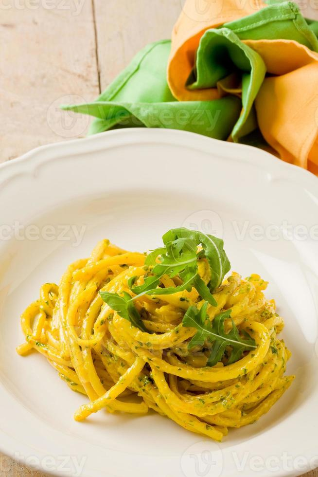 Pasta with Saffron and arugula pesto photo