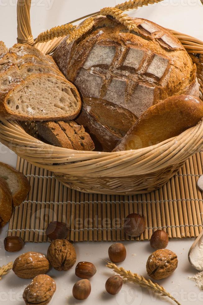 variedad de pan horneado foto