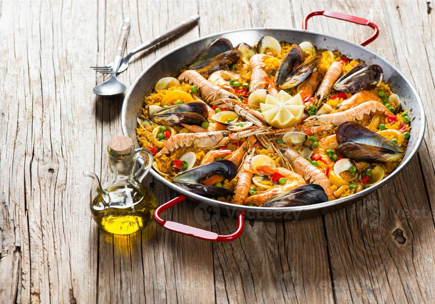 paella de comida tradicional española foto