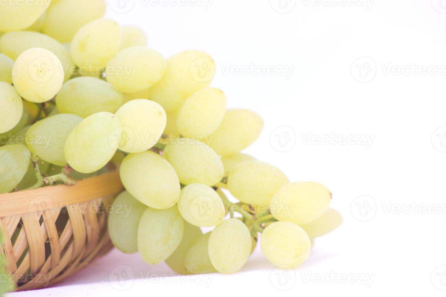 racimo de uvas blancas foto