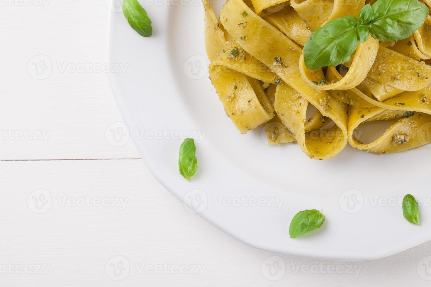 tagiatelle de pasta con pesto foto
