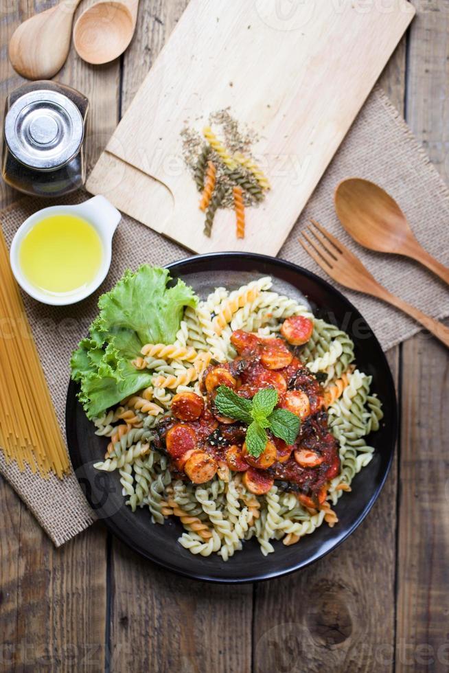 Vista superior de una porción de espagueti italiano foto