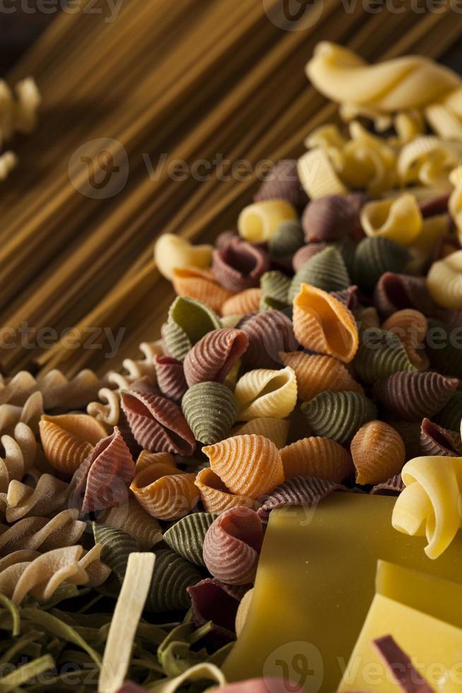 variedad de pasta italiana seca casera foto
