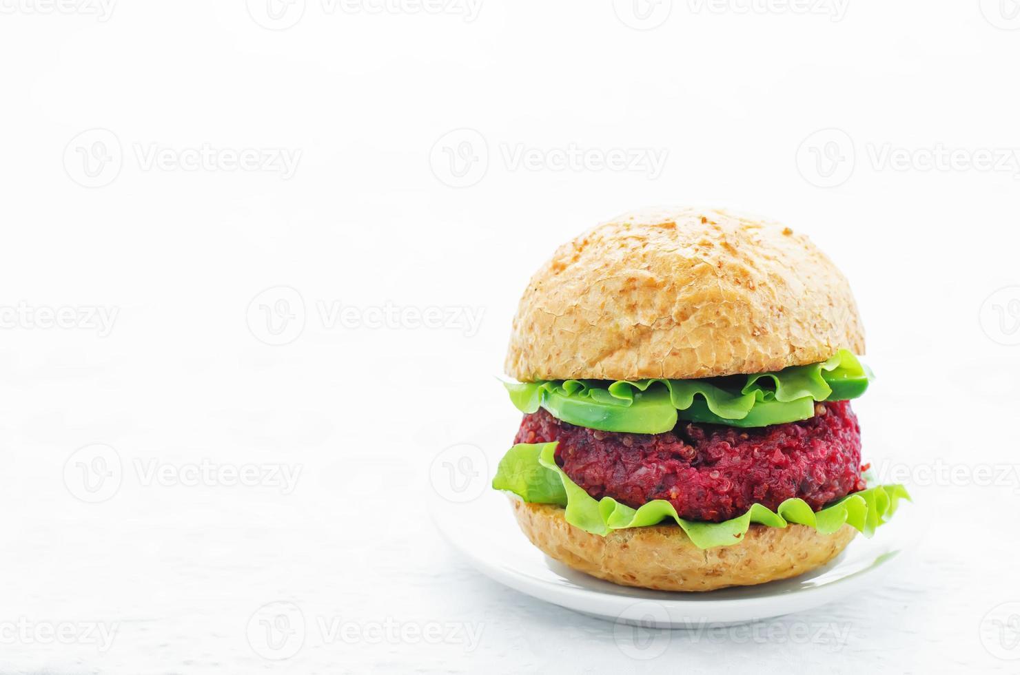 hamburgers van quinoa, bieten en kikkererwten foto