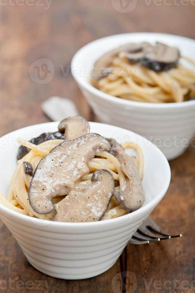 Italian spaghetti pasta and mushrooms photo
