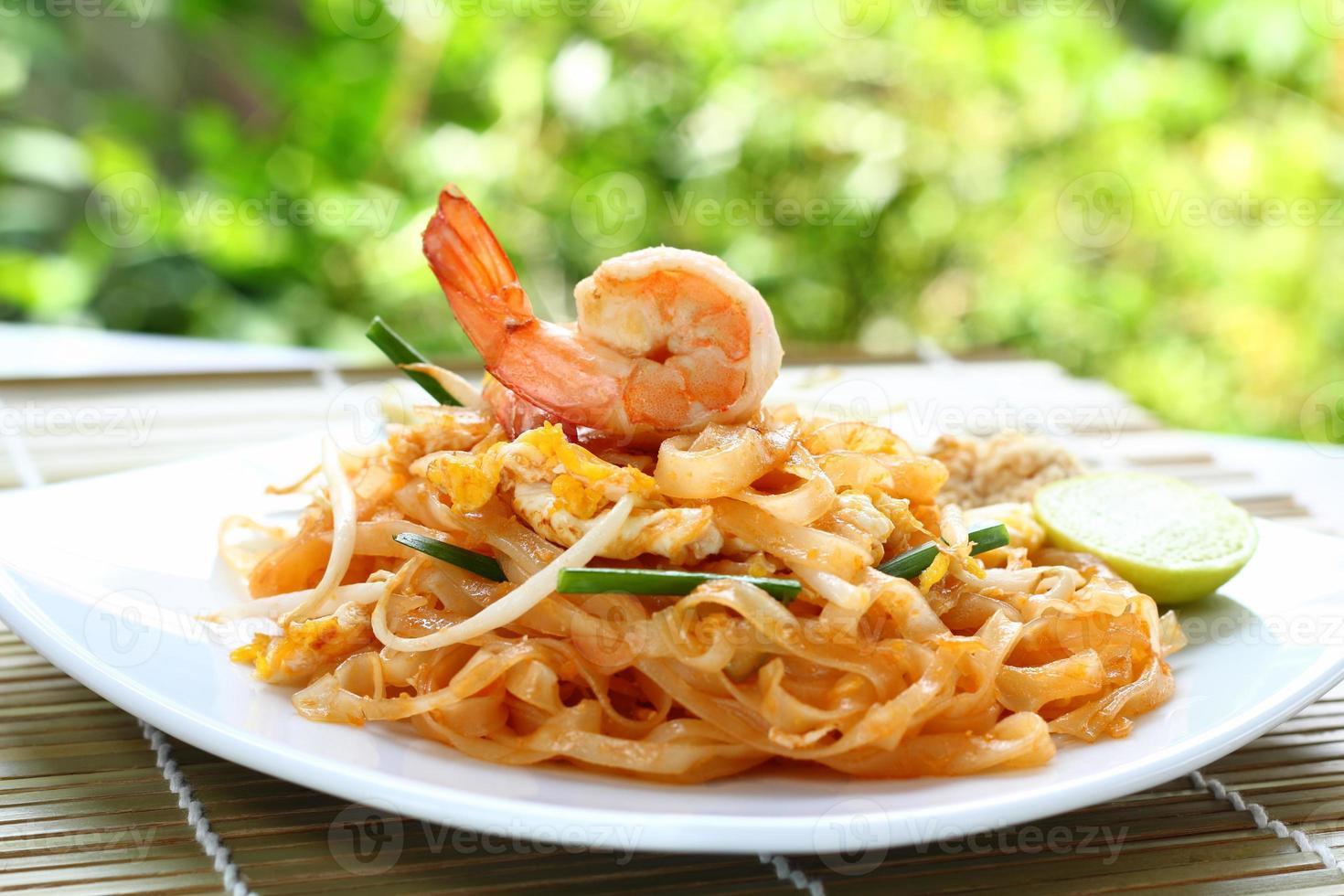 pad thai camarones. foto