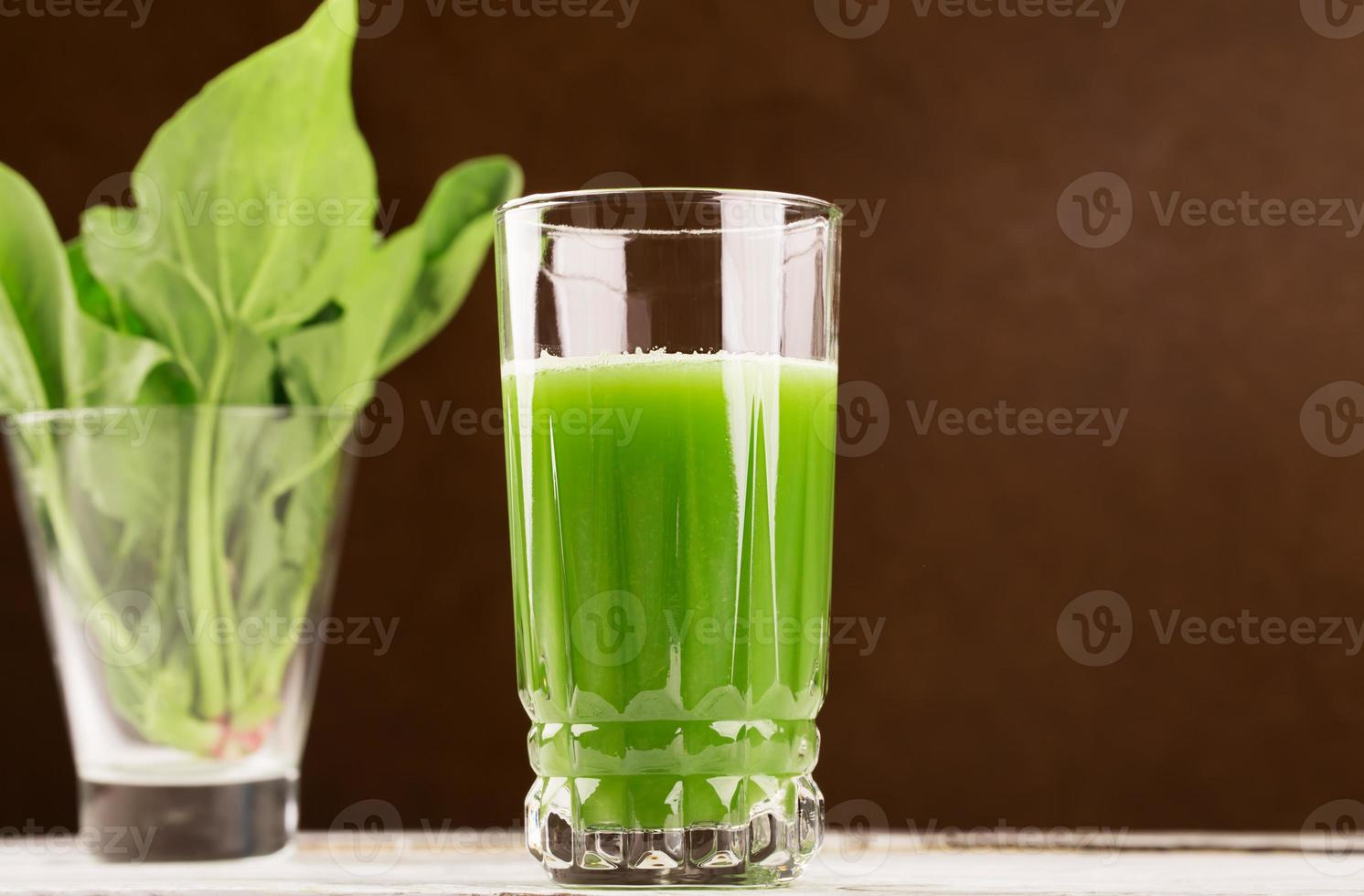 Glass of spinach juice photo