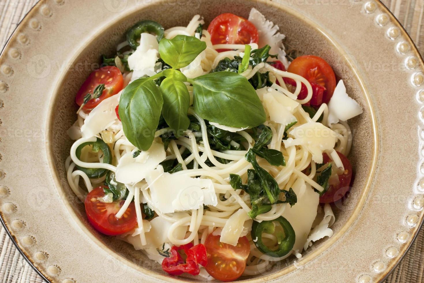 pasta con verduras foto