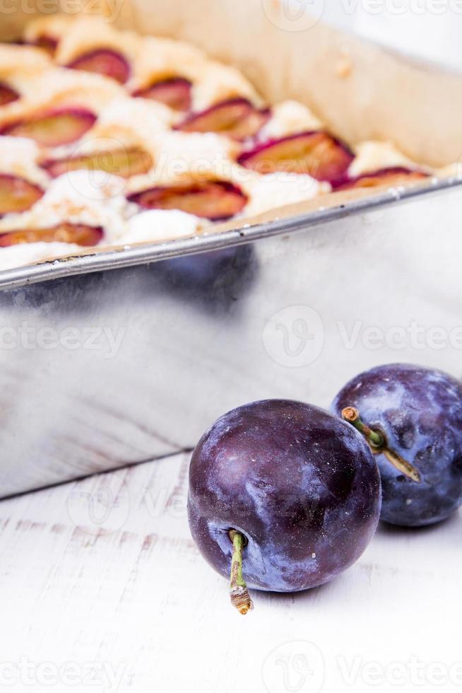 pastel con ciruelas foto