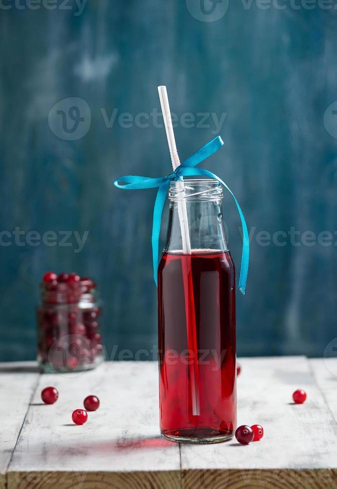 bebida de fruta de arándano fresco en botella foto