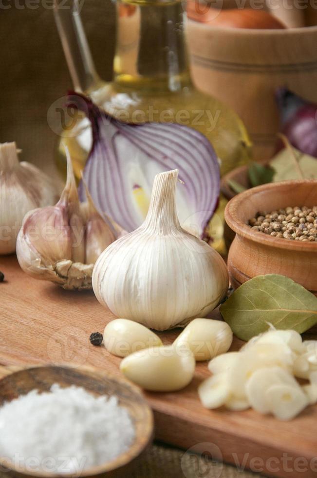 Garlic, onion, coriander,  seeds,  pepper, bay leaf,  salt, olive oil, photo