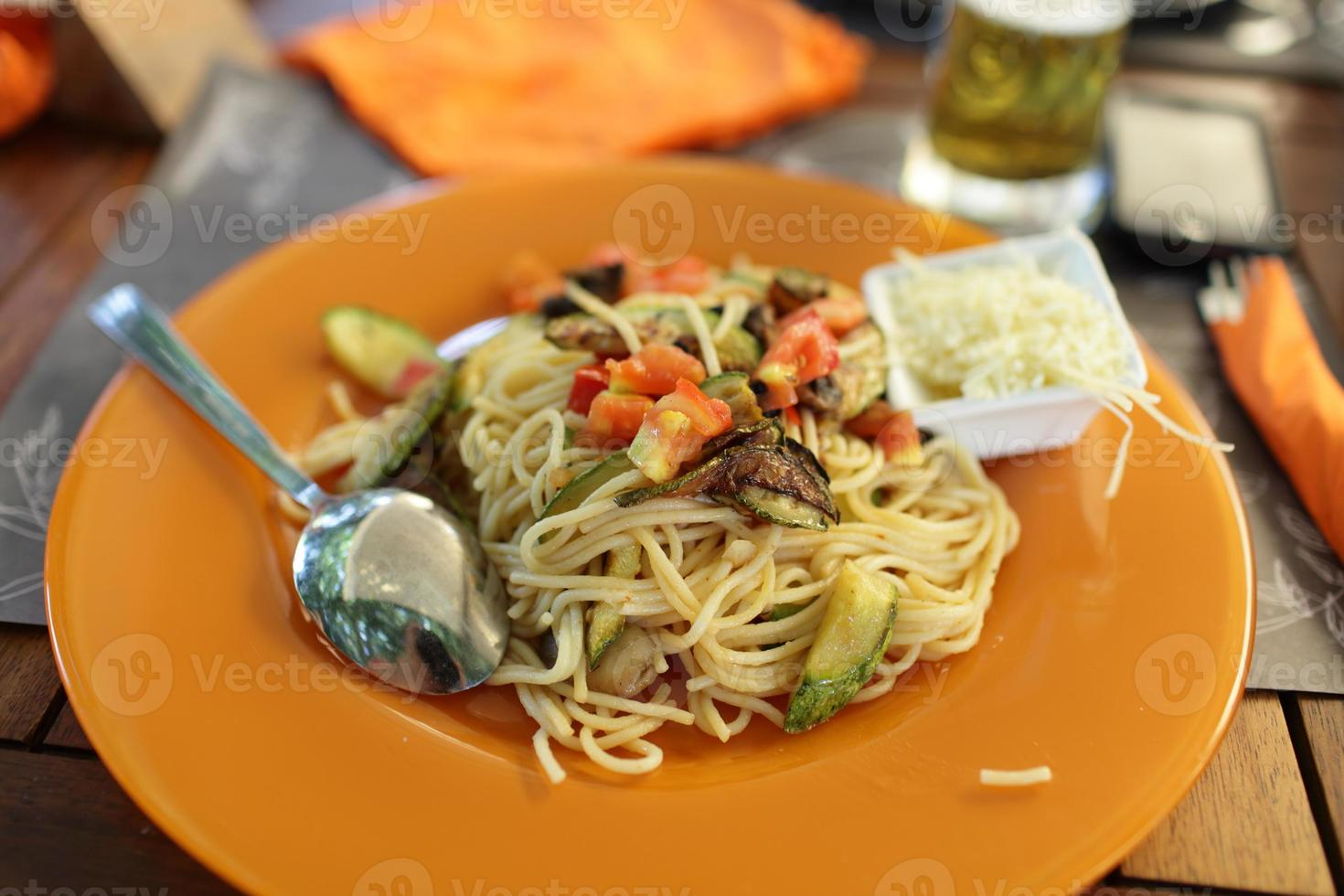 Spaghetti with vegetables photo