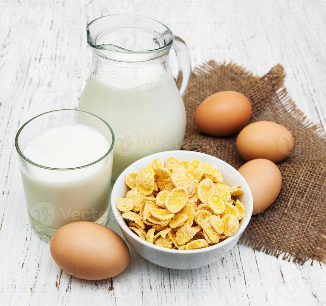 Cornflakes with milk photo