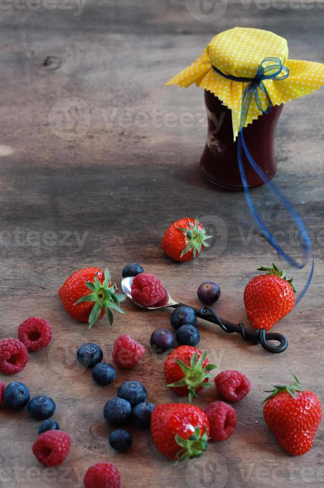mermelada de bayas de verano foto