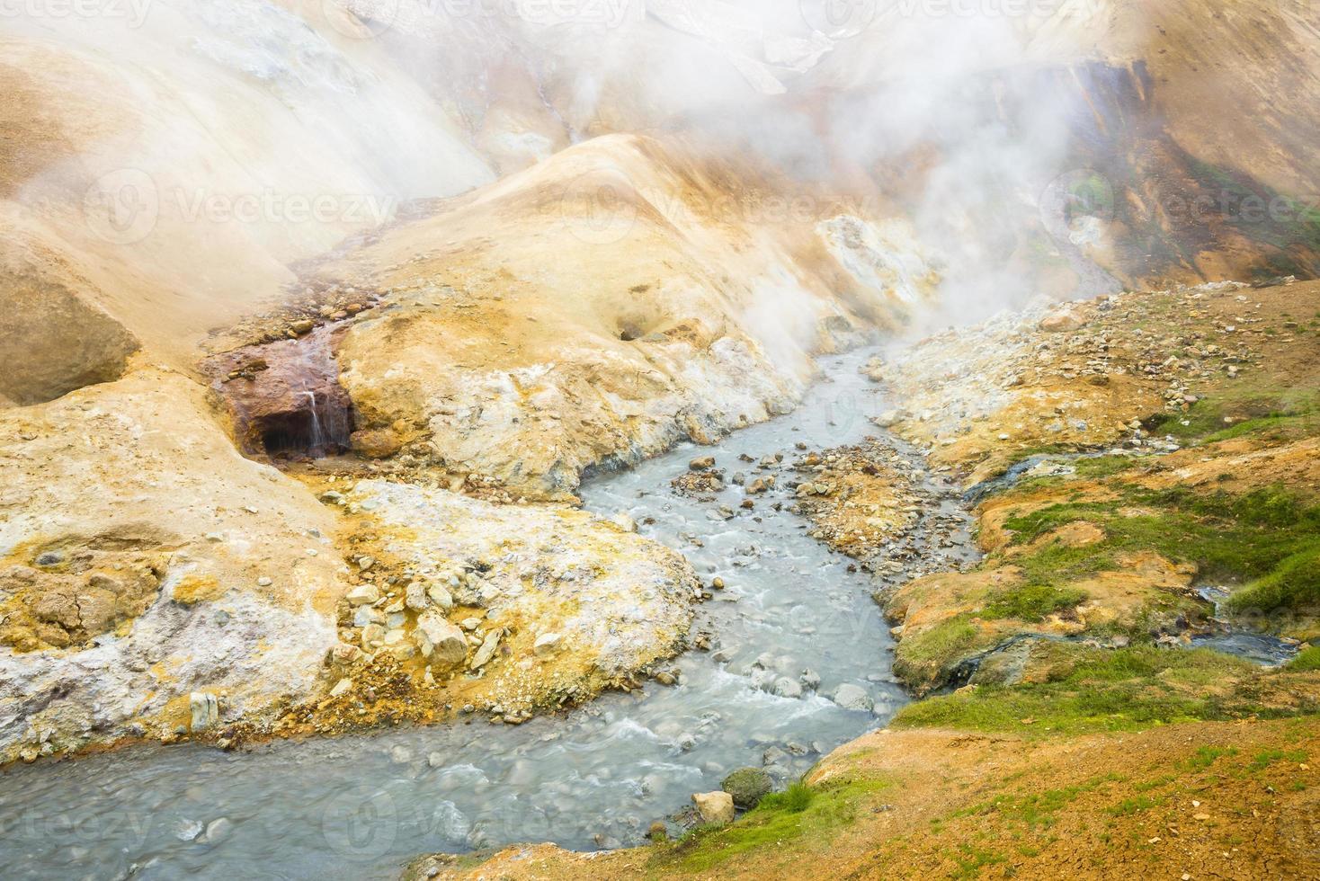 Hveradalir, valle de aguas termales en el área de Kerlingarfjoll, Islandia foto