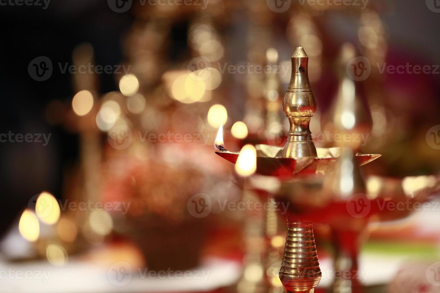 lámpara de aceite tradicional hindú foto