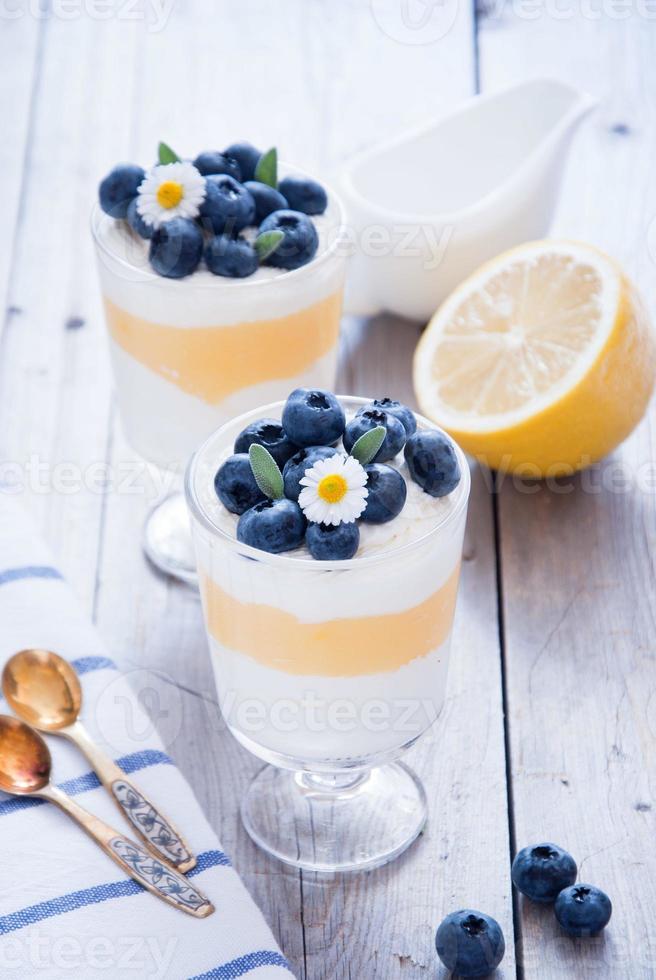 postre de arándanos y limón foto