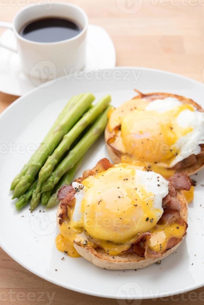 eggs benedict photo