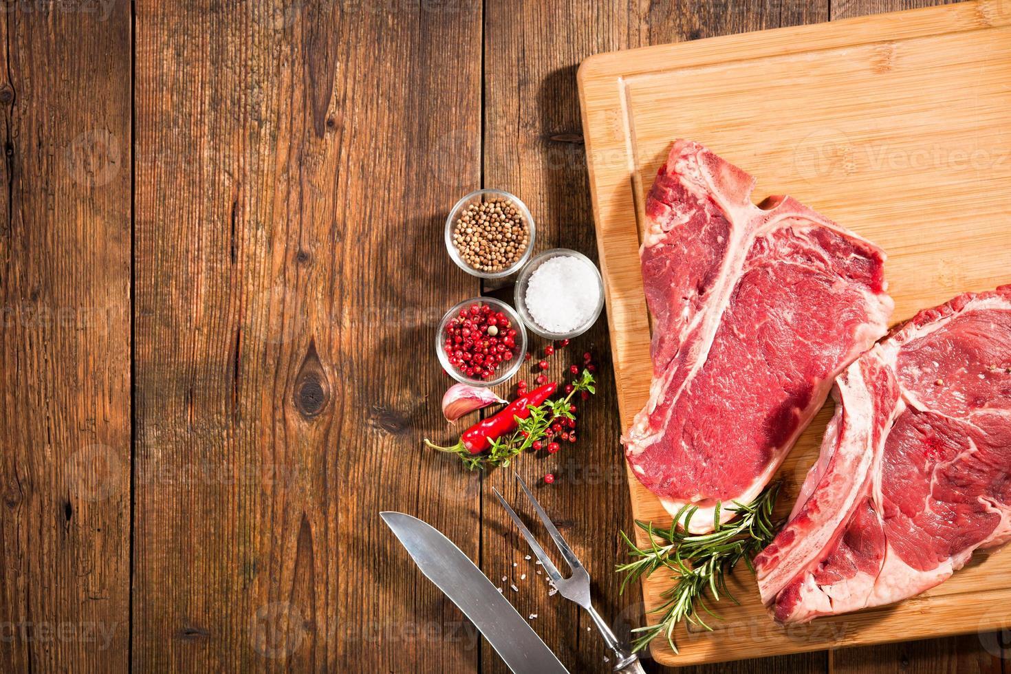 filetes de carne cruda fresca foto