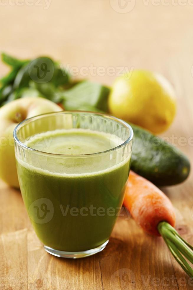 jugo verde vegano casero foto