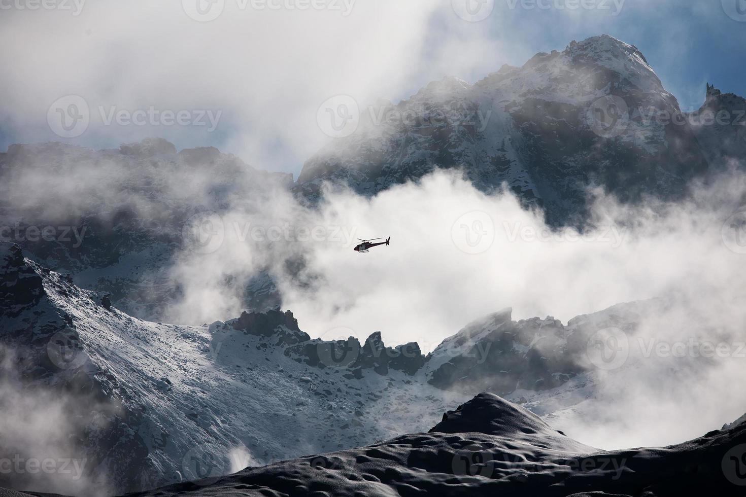 hermoso paisaje de las montañas del Himalaya foto