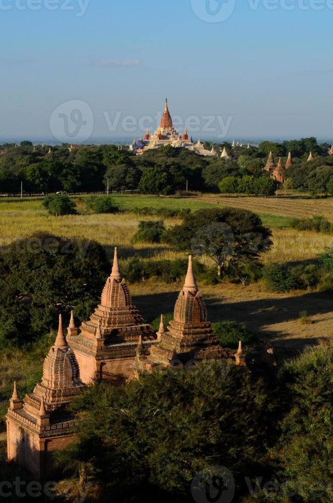 Templo de Ananda en Bagan, Myanmar foto