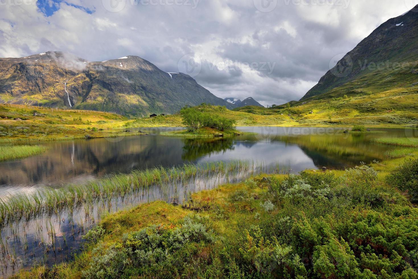 hermoso paisaje de noruega, escandinavia foto
