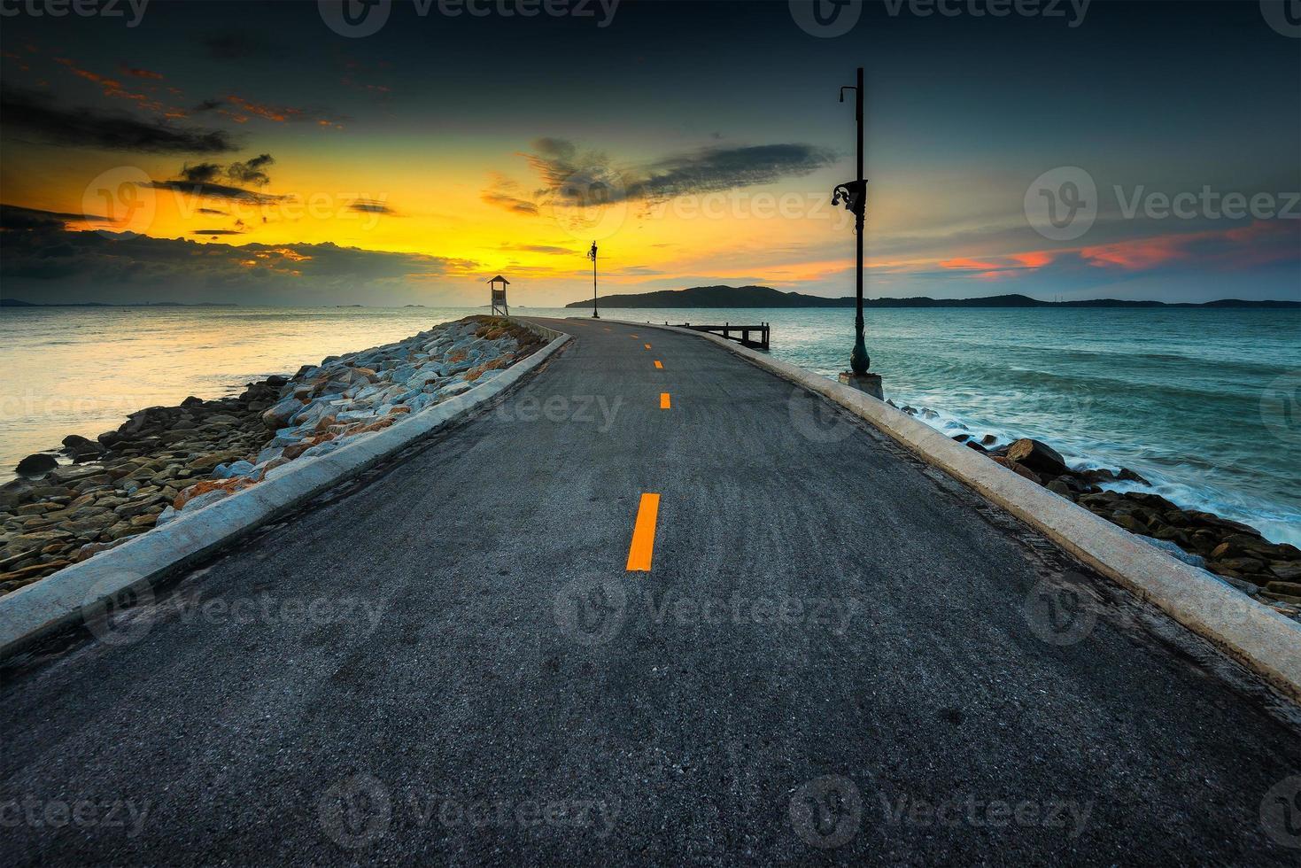 Vista del paisaje de la mañana con el mar. foto