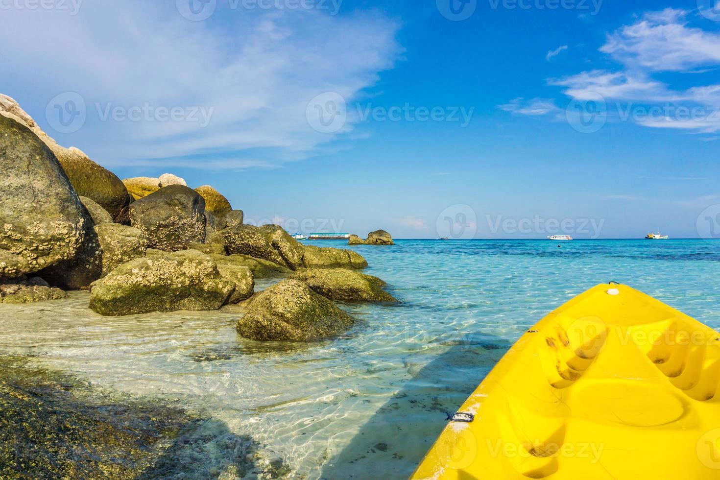 kayak en el mar en la isla de lipe foto