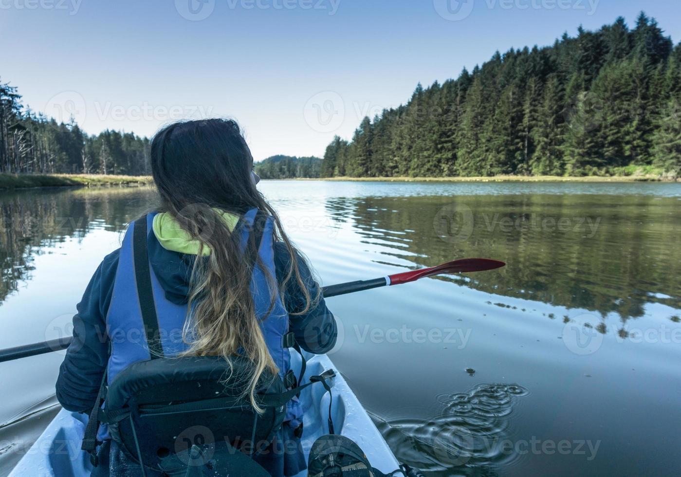 tiro en kayak foto