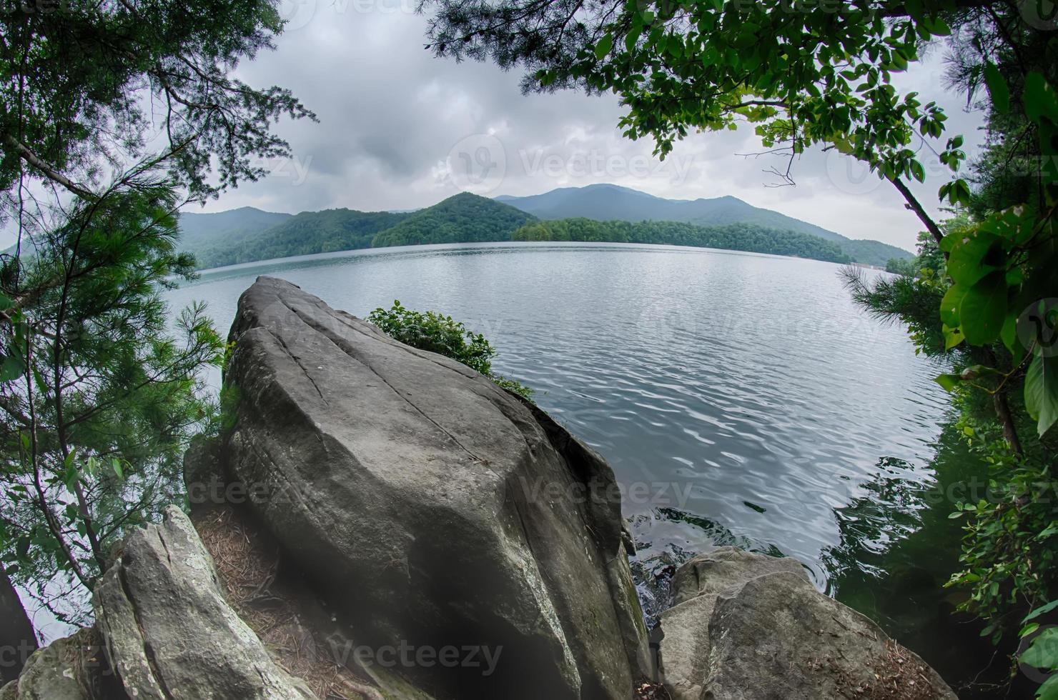 Lago Santeetlah en Great Smoky Mountains Carolina del Norte foto