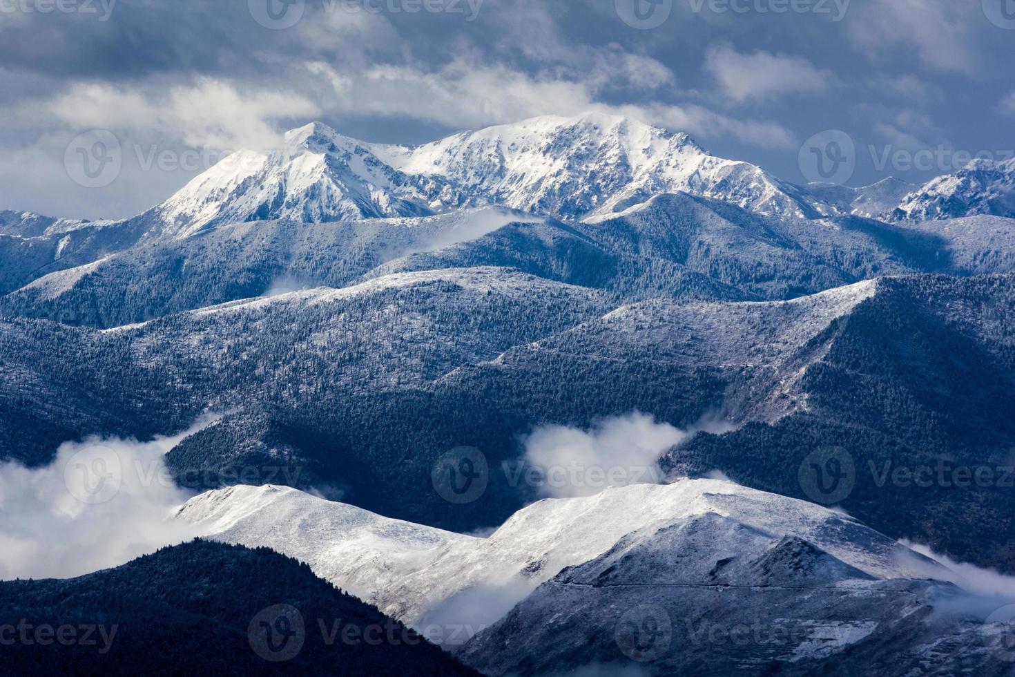 vista de paisaje de nieve de montaña foto