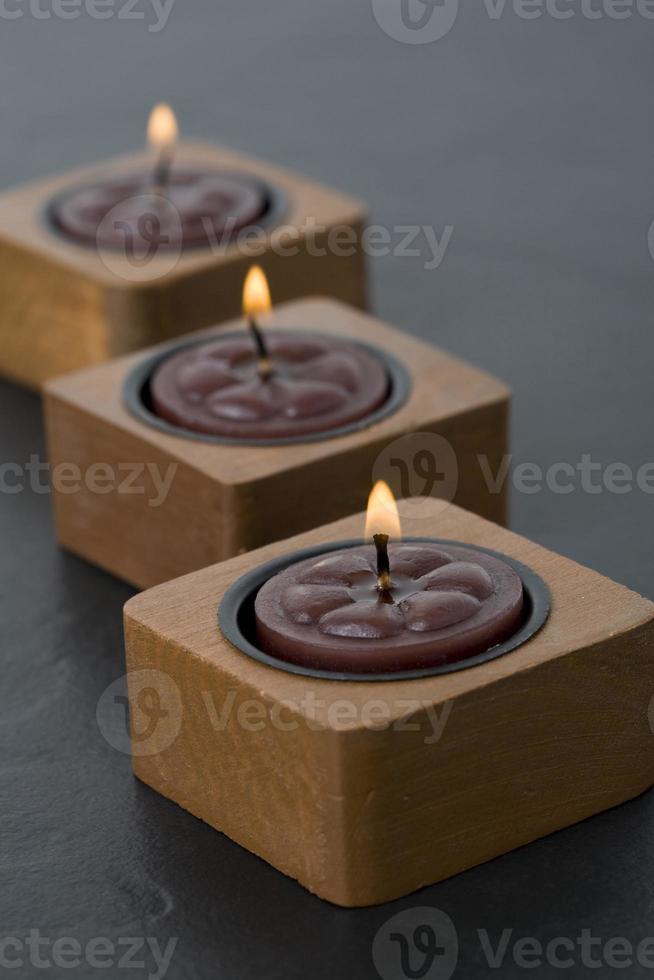 tres pequeñas velas en fila foto