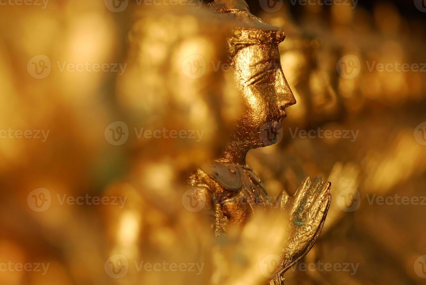 fila di buddha foto