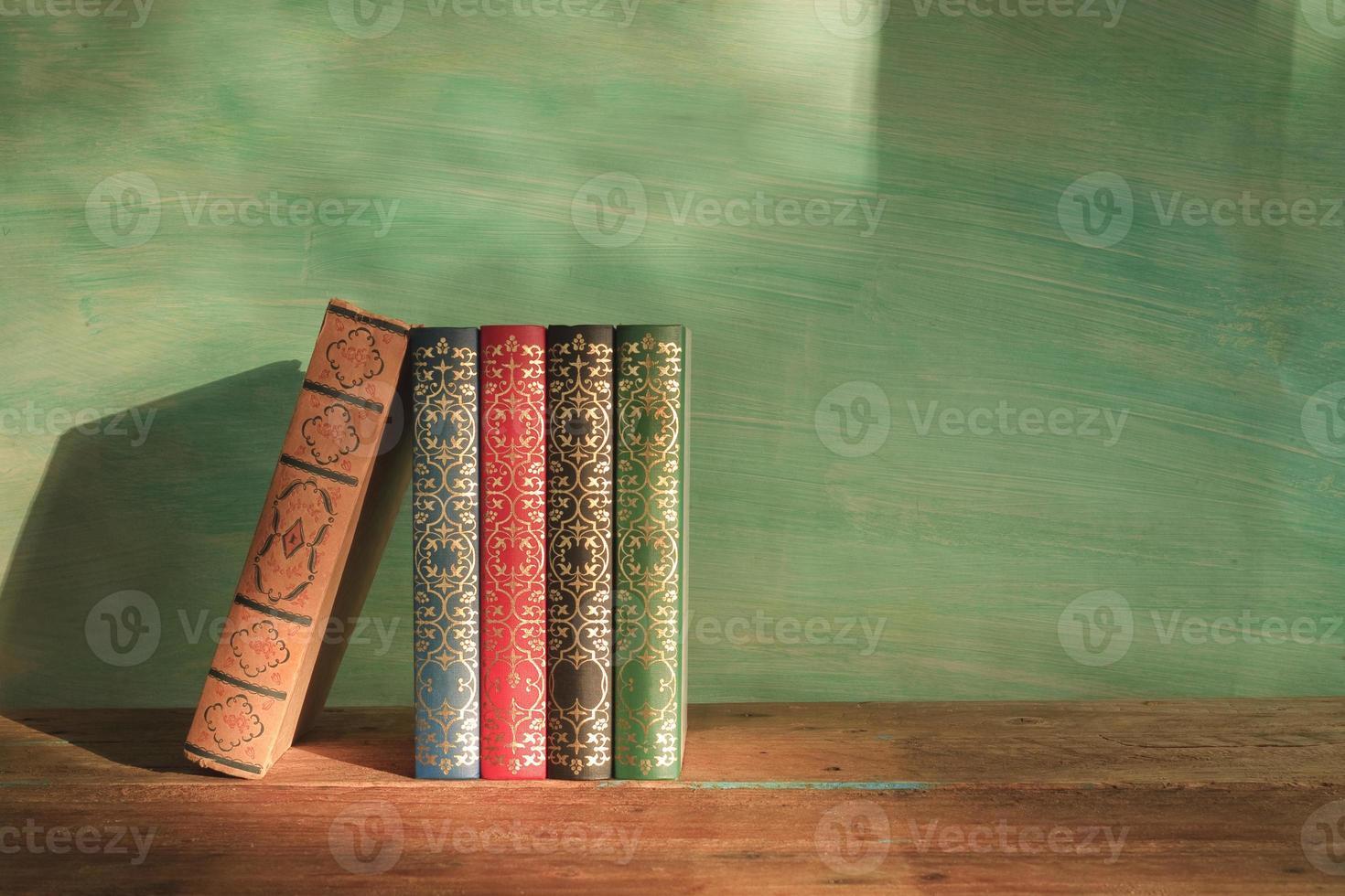 fila de libros, espacio de copia libre foto