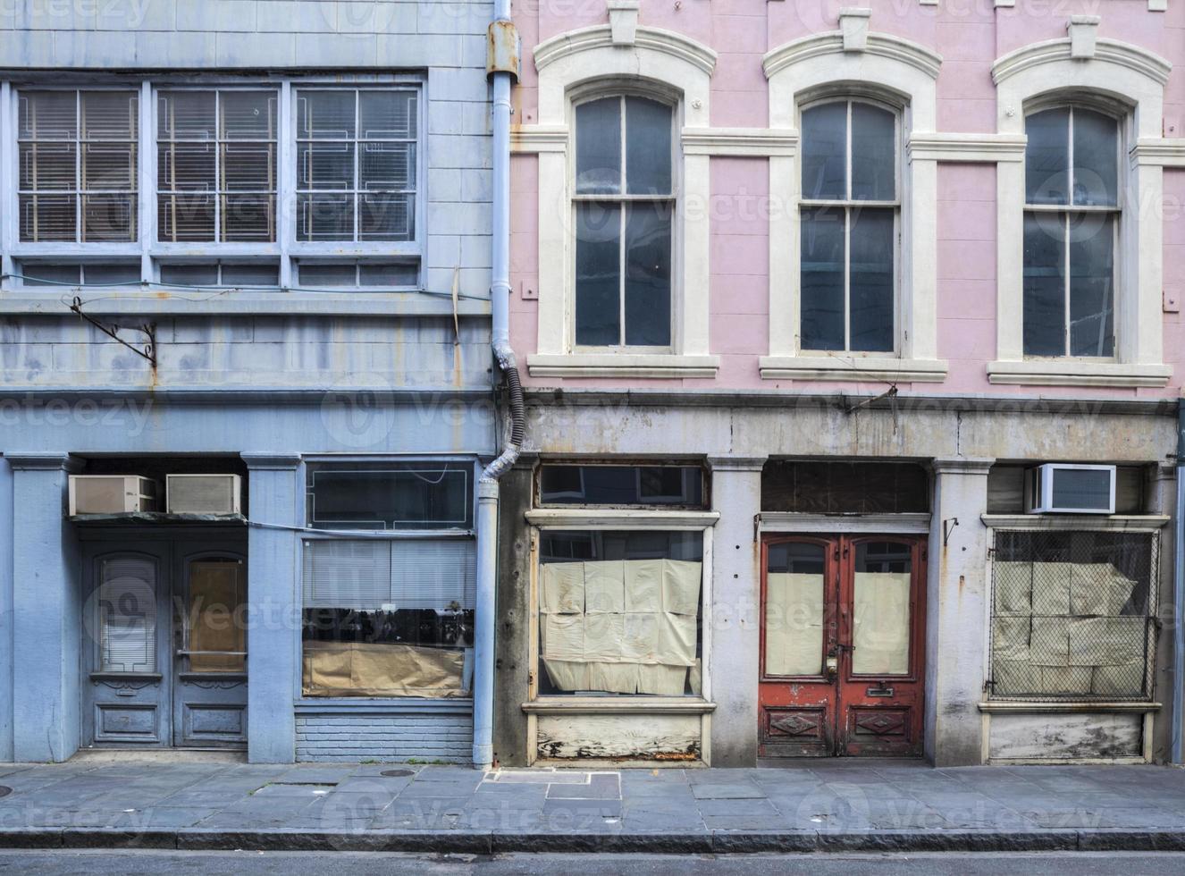 edificios abandonados del barrio francés de nueva orleans foto