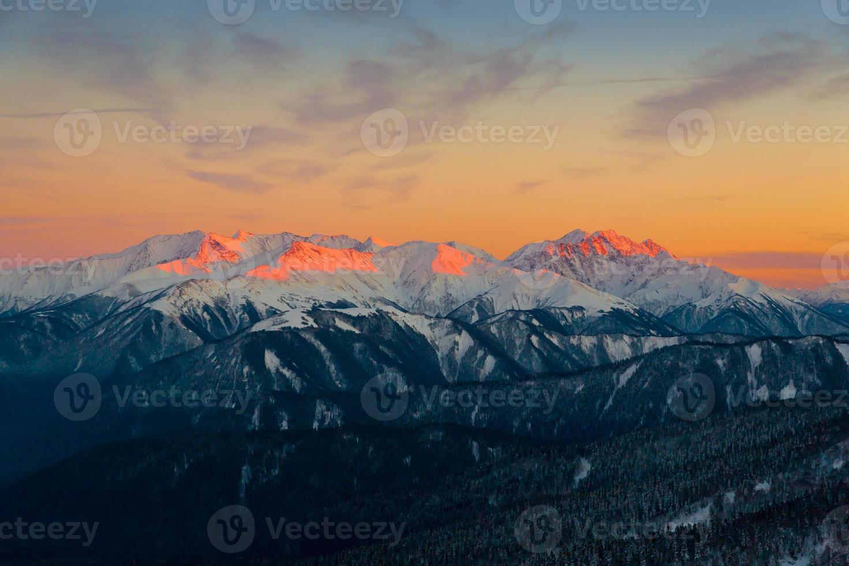montaña puesta de sol invierno foto