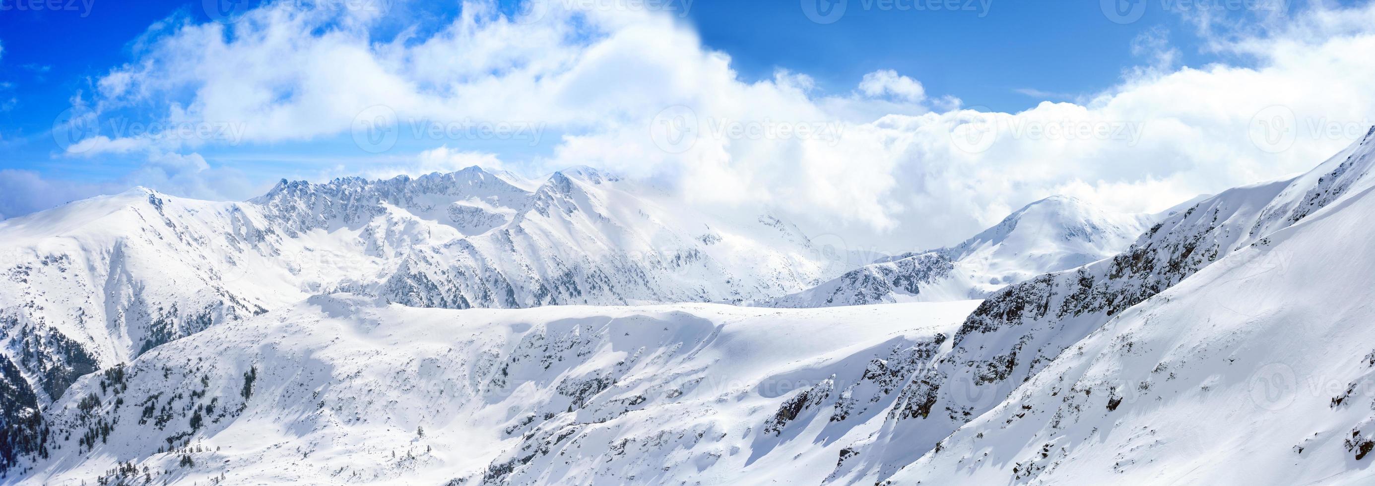 país das maravilhas do inverno na montanha foto