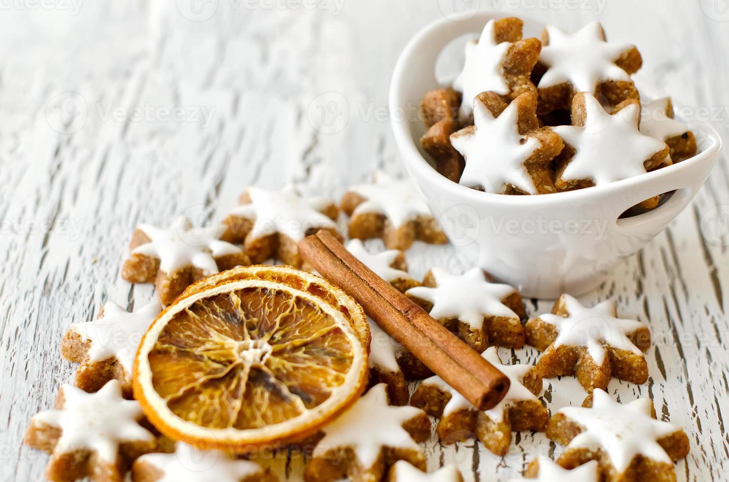 espacio de copia de galletas de estrella de navidad blanca foto